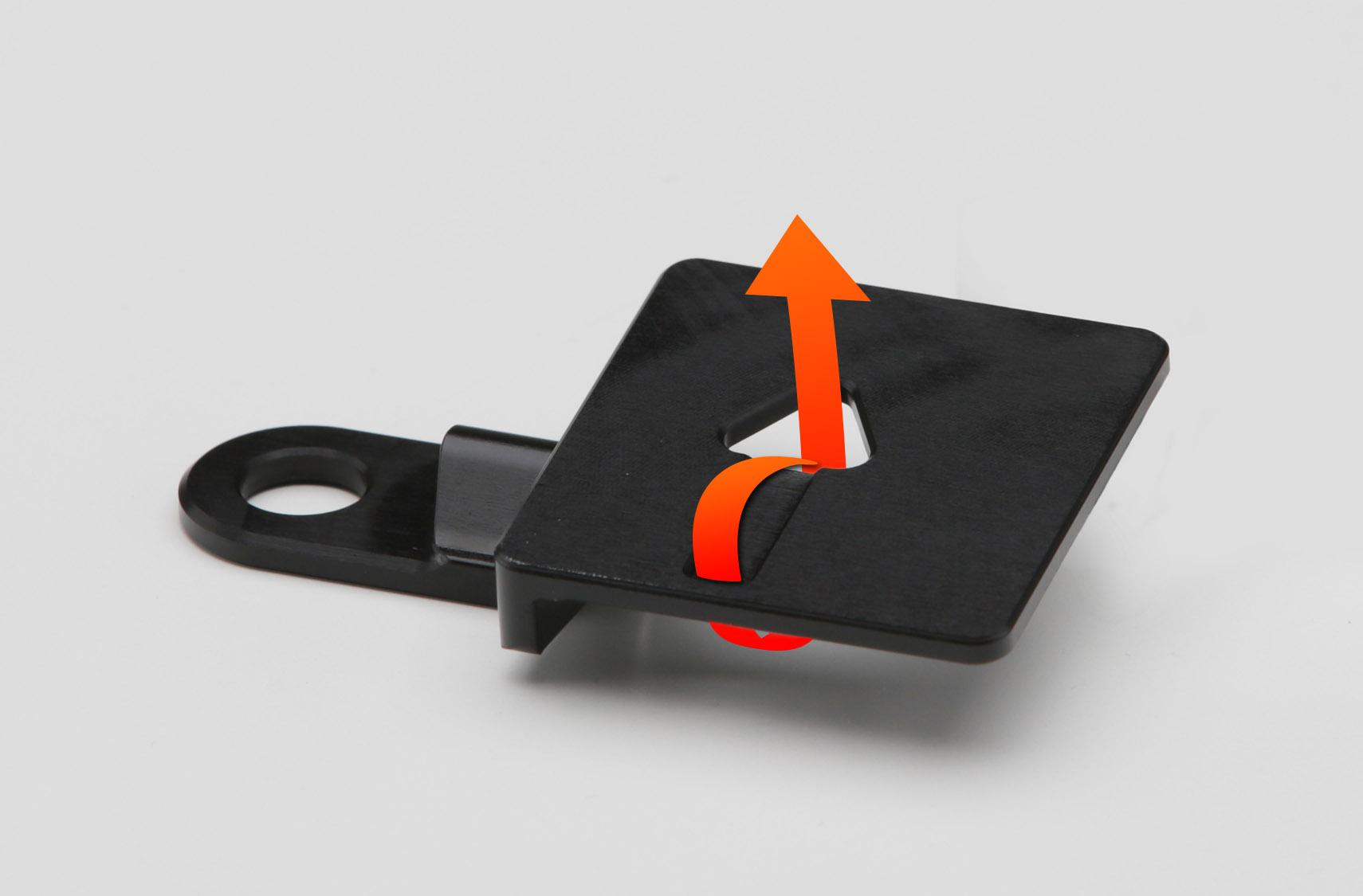 図のようにタイラップでUSBを固定。アンテナも両面テープで固定できます。